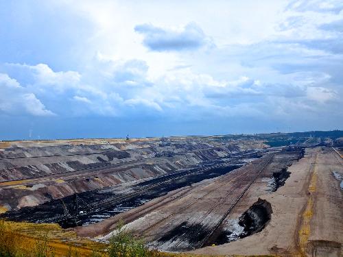 Mine de charbon laissant un énorme trou dans le sol