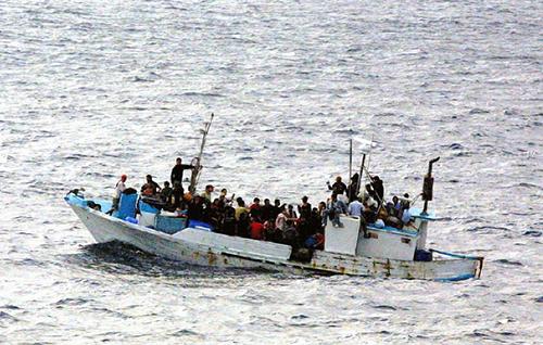 La triste réalité des réfugiés essayant de fuir la guerre dans leur pays. Bien souvent, ils prennent de gros risques pour trouver un monde meilleur.